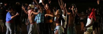 Protestors defy police, take to the streets of Ferguson