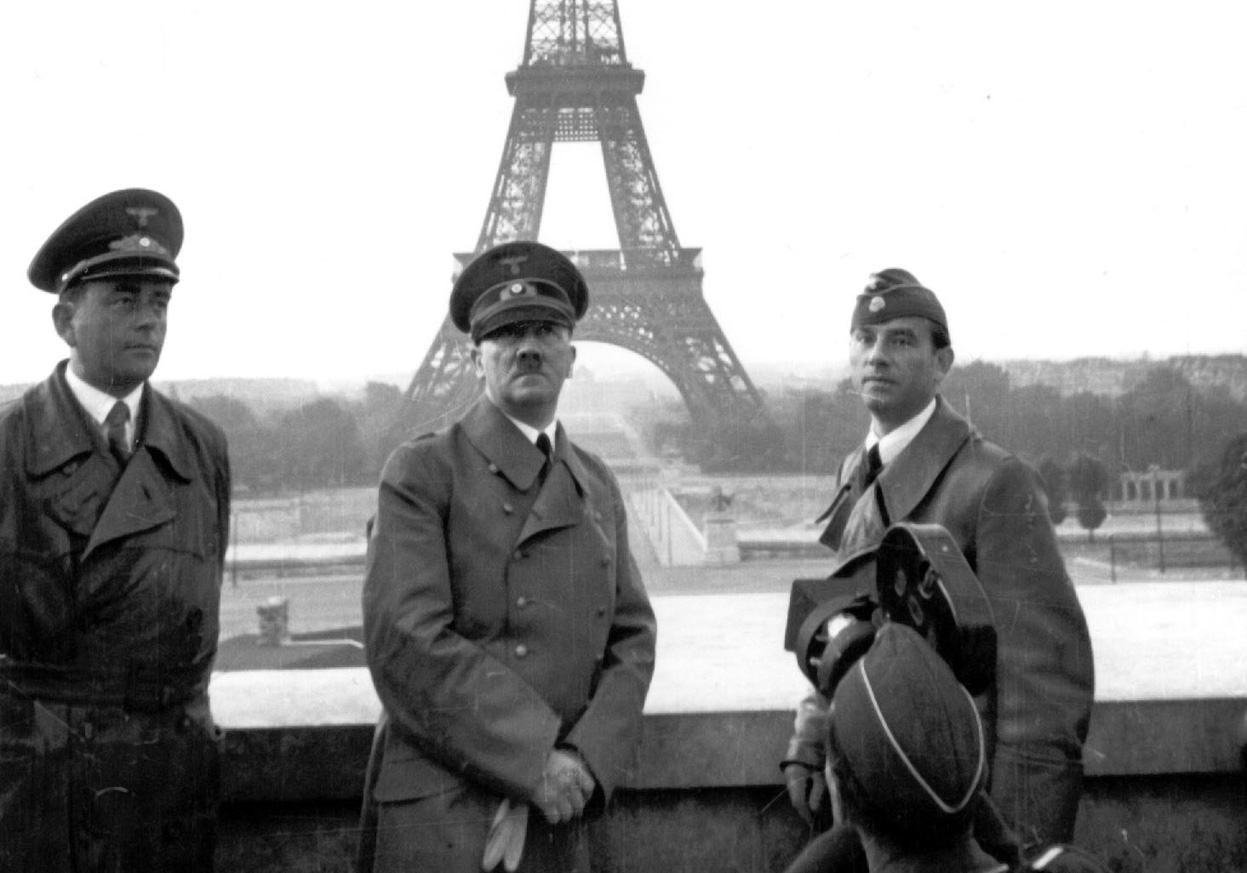 Adolf-Hitler-poses-in-Paris-with-the-Eiffel-Tower