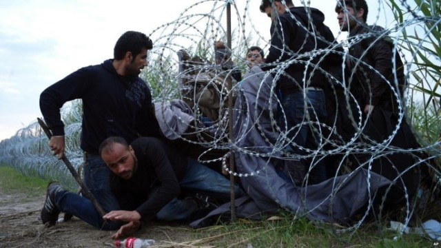 syrian_refugees_sneaking_border