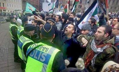 SwedenCollapsing-MuslimProtest
