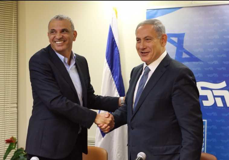 Moshe Kahlon Netanyahu Shaking Hands