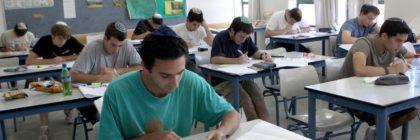 Students in Hartman secondary school in Jerusalem are taking their matriculation exams in mathematics.May 25 2010  Photo by Yossi Zamir/Flash 90   *** Local Caption *** áçéðåú áâøåú á îúîèé÷ä  îëåï äøèîï  úìîéãéí  áéú ñôø