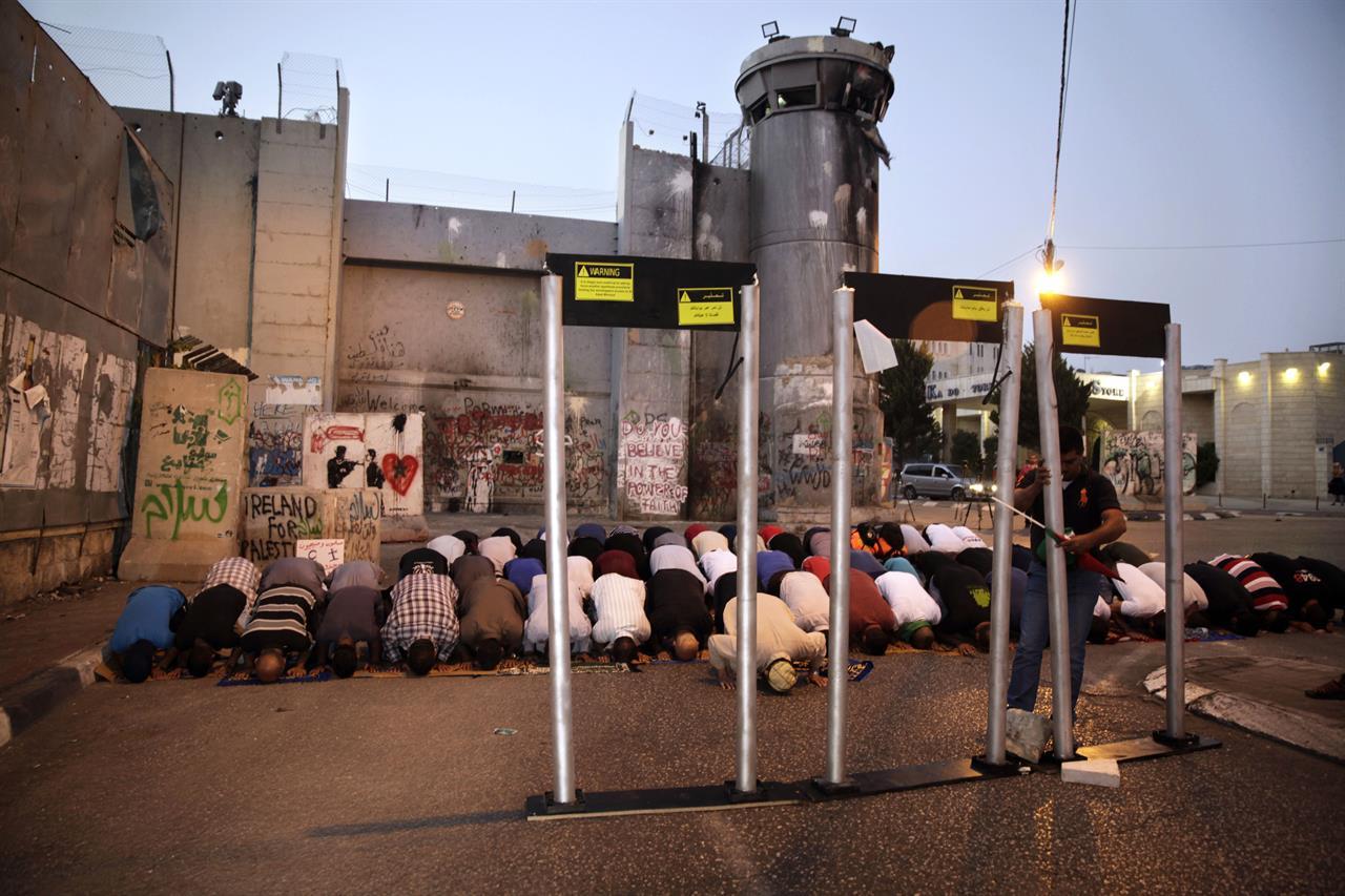 Jew Detector: Israeli Embassy Guard In Jordan Kills Terrorist After